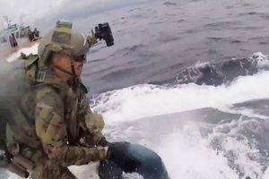 Cảnh rượt đuổi kịch tính tàu bán ngầm buôn gần 8 tấn ma túy ở Mỹ