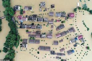 Lũ lụt hoành hành, Trung Quốc chìm trong biển nước