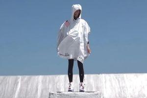 Chiếc áo mưa được thiết kế đặc biệt, chỉ mất vài giây để mặc xong