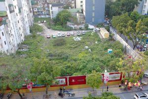 Vụ hơn 4.000m2 đất quây tôn cho cỏ mọc: Do chưa được cấp phép?