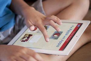 Cho trẻ sử dụng điện thoại quá sớm: Nguy hại khôn lường