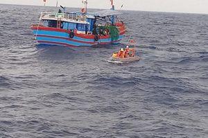 Cứu 32 ngư dân Trung Quốc gặp nạn ở Trường Sa