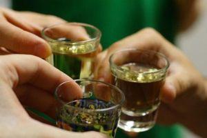 3 người tử vong, 2 người nguy kịch sau khi uống rượu ngâm hạt trái cây rừng