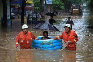 Mưa lớn, lũ lụt ở Trung Quốc buộc gần 80.000 người phải sơ tán