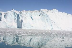 Biến đổi khí hậu khiến băng 'vĩnh cửu' tan sớm 70 năm