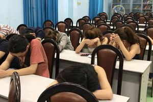 Gần 100 nam nữ thanh niên thác loạn trong quán bar ở quận Phú Nhuận