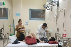 24 người nhập viện cấp cứu do ngộ độc thức ăn