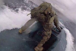 Pha truy đuổi nghẹt thở tàu bán ngầm chở gần 8 tấn ma túy của tuần duyên Mỹ