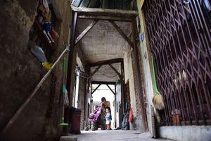 Hà Nội: Người dân sống thấp thỏm trong nhà bọc sắt