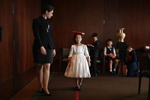 Giới nhà giàu Trung Quốc đổ tiền cho con học làm 'quý tộc'