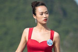 Người đẹp Hoa hậu Thế giới Việt Nam 2019 tạo dáng trên du thuyền 5 sao