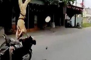 Sao vẫn còn cảnh 'quái xế' tông xe hất tung cảnh sát giao thông?