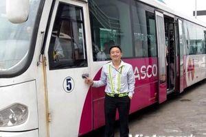 Lái xe sân bay Nội Bài trả lại hơn 300 triệu đồng khách bỏ quên