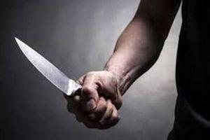 Ghen tuông quá mức, chồng xách dao đâm hàng xóm vì nghi tiếp tay cho vợ ngoại tình