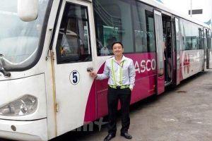 Nhân viên lái xe sân bay Nội Bài trả lại 300 triệu đồng cho hành khách bỏ quên