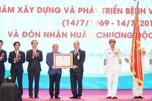 Thủ tướng thăm và chúc mừng 50 năm thành lập Bệnh viện Nhi Trung ương