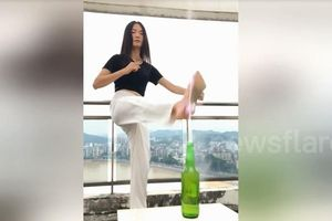 Cô gái trẻ xinh đẹp dùng tuyệt chiêu kungfu mở nắp chai bằng đế giày