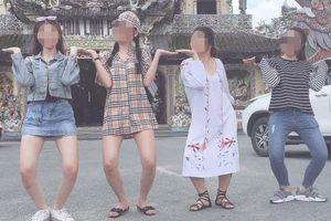 Cô gái bị 'ném đá' vì mặc váy ngắn đi chùa: 'Mình chỉ chụp ở ngoài'