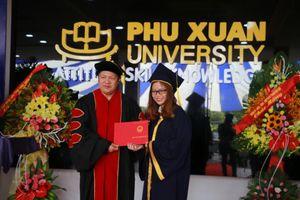 Trường ĐH Phú Xuân (Huế) trao bằng tốt nghiệp cho 107 sinh viên