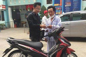 Người xe ôm bị cắt cổ cướp xe được nhà hảo tâm tặng xe máy