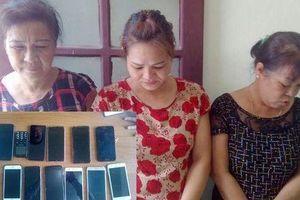 Bắt 3 đối tượng nữ trộm 12 chiếc điện thoại, gần 100 triệu của khách du lịch chỉ trong 1 ngày