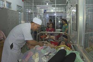 Đắk Lắk: Ngộ độc thực phẩm sau khi ăn cưới, hàng trăm người nhập viện
