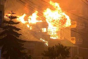 Cháy lớn tại một nhà dân ở khu du lịch Sa Pa, Lào Cai