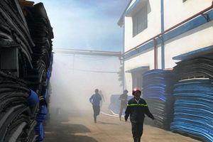 Cháy kho chứa nguyên liệu giày da rộng gần 850 m2