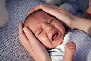 Bố giết con 4 tháng tuổi vì khóc nhiều: Lý giải nguyên nhân trẻ nhũ nhi quấy khóc