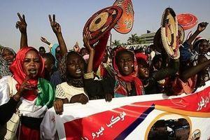 Sudan: Hội đồng quân sự và liên minh đối lập hoãn đàm phán chia sẻ quyền lực