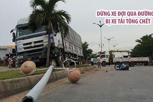 Đang dừng đợi qua đường, một người đi xe máy bị xe tải tông chết