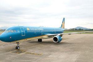 Tiếp viên Vietnam Airlines trả lại gần 300 triệu đồng khách bỏ quên trên máy bay