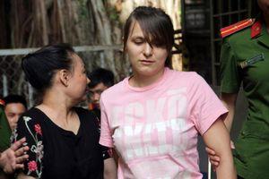 Môi giới gái nước ngoài bán dâm 15 triệu đồng, 'tú bà' người Nga lĩnh 3 năm tù