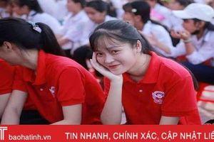 Nữ sinh trường làng ở Hà Tĩnh giành điểm 10 Sinh học
