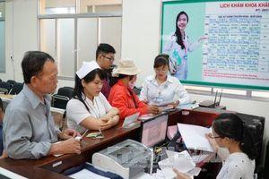 Bộ trưởng Bộ Y tế kiểm tra các trạm y tế điểm ở Hà Tĩnh