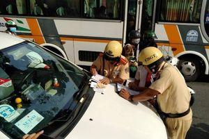 CSGT 'hỏi thăm' nhiều xe khách ngày đầu tổng kiểm tra ở TP.HCM