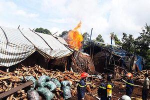 Đắk Lắk: Lò đốt than củi ở huyện Krông năng cháy dữ dội.