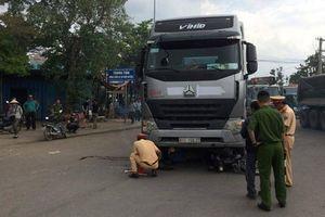 Va chạm với xe container, người đàn ông chết thảm tại 'vòng xoay tử thần'
