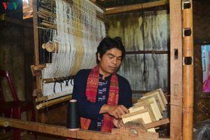 Hồi sinh nghề dệt thổ cẩm của đồng bào Vân Kiều - Pa Cô