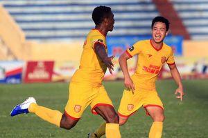 Trung vệ Nam Định ghi bàn thắng đẹp nhất vòng 15 V-League