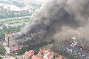 Dập tắt đám cháy nhà hàng ở Thiên Đường Bảo Sơn