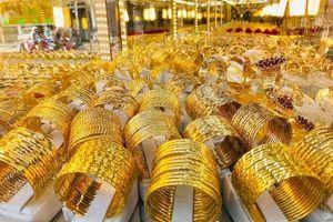 Giá vàng thế giới và trong nước đều giảm nhẹ