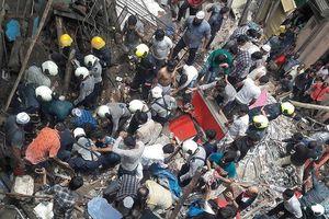 Sập nhà 4 tầng ở Mumbai: 2 người chết, hàng chục người mắc kẹt