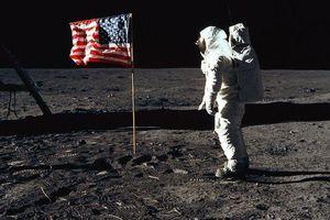 Khoảnh khắc con người đặt bước chân đầu tiên lên Mặt Trăng