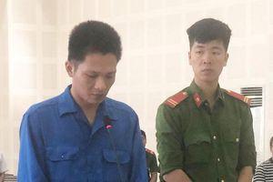 Dùng dao đâm vợ suýt chết, tài xế taxi lĩnh 8 năm tù
