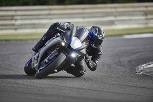 Yamaha YZF-R1 2020 chính thức lộ diện, giống hệt R6