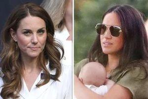 2 dâu hoàng gia Anh 'không đội trời chung' vì món quà của Meghan?