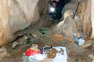 Quy tập 3 hài cốt liệt sĩ được phát hiện trong hang đá