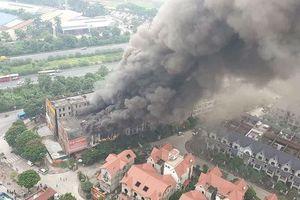 Cháy lớn ở dãy nhà liền kề gần Thiên đường Bảo Sơn