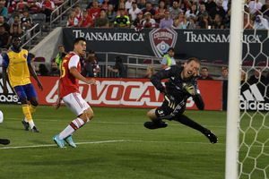 Tân binh ghi bàn, Arsenal đại thắng trên đất Mỹ